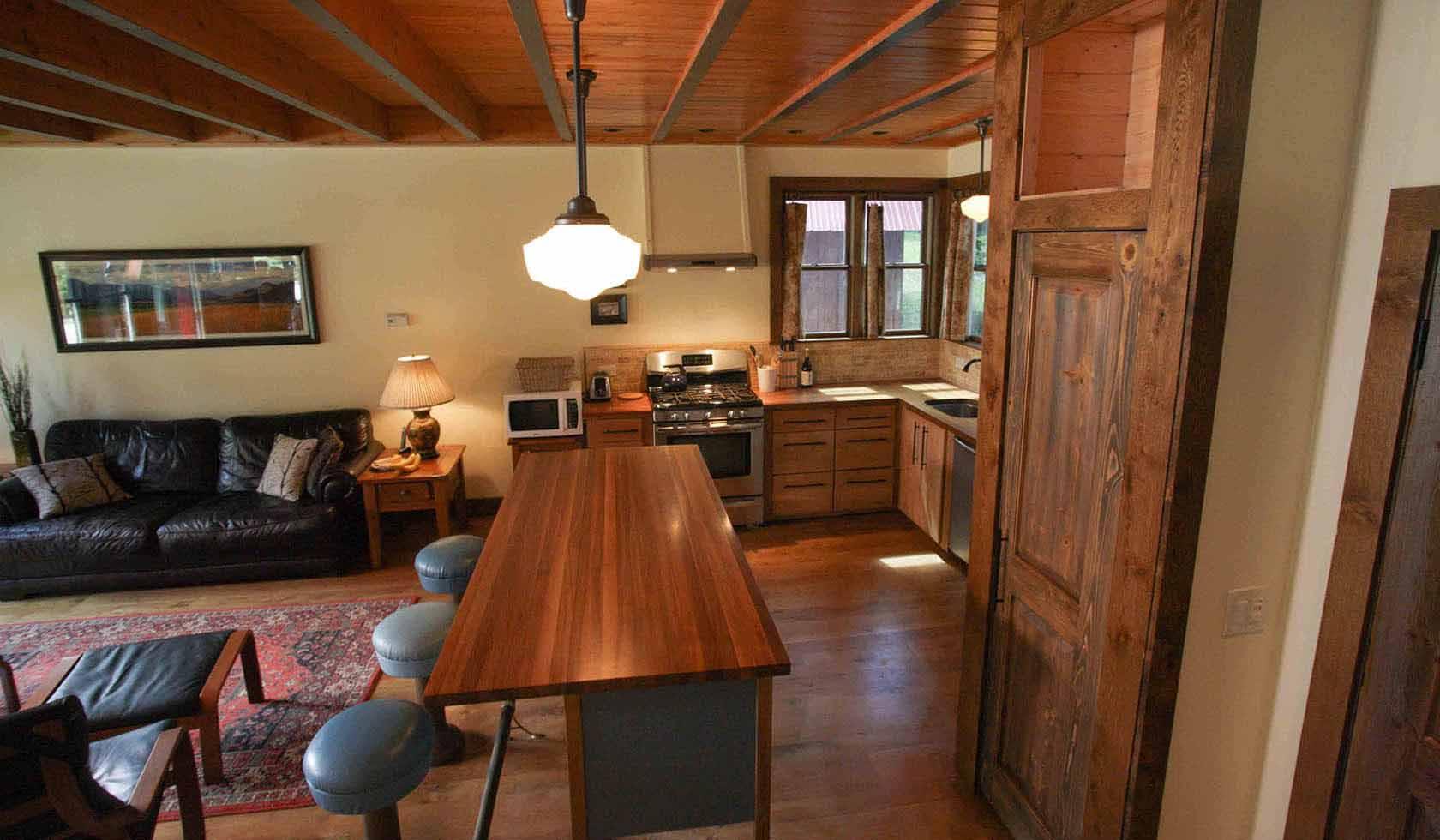 Lamar Valley Cabins profile image
